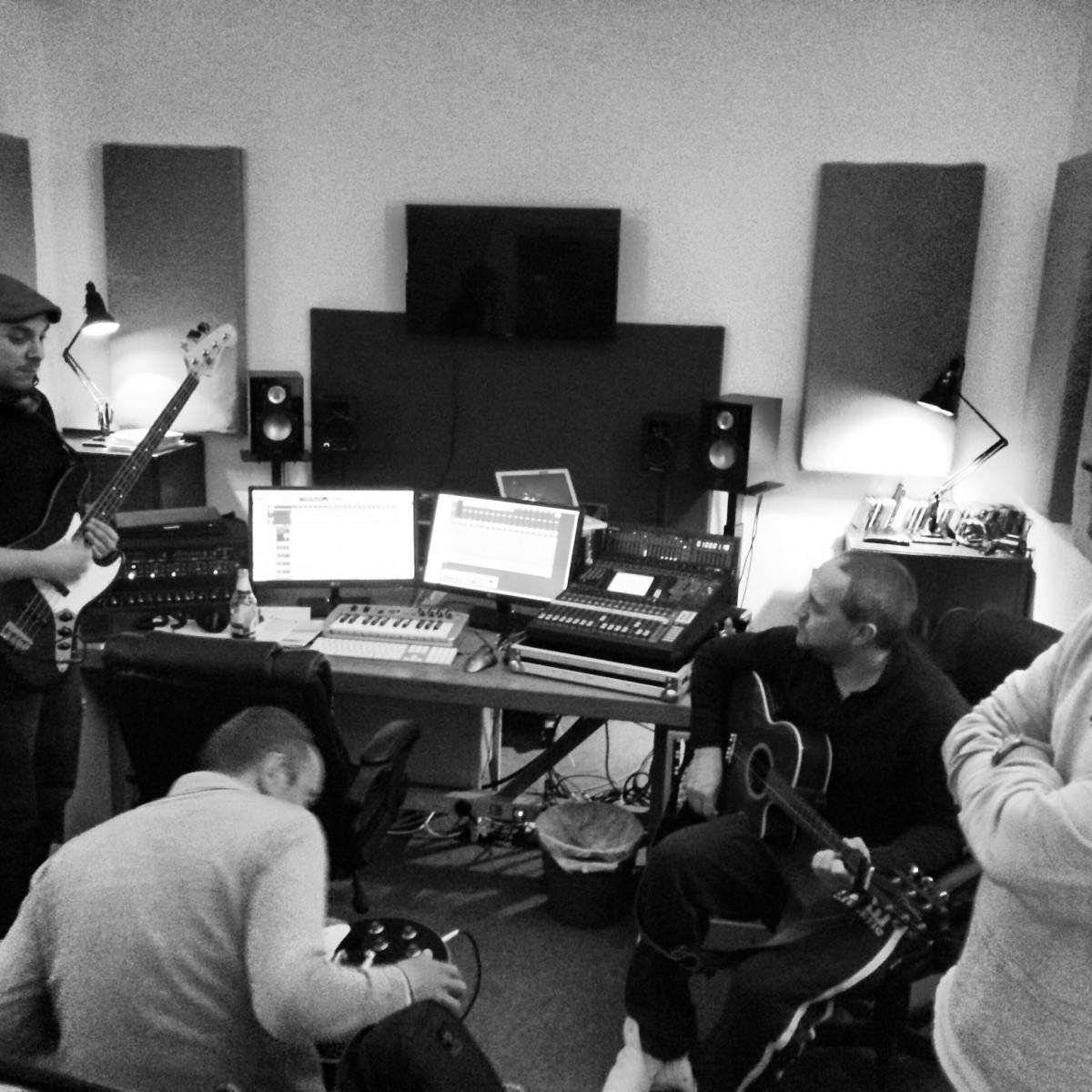 NJA.me.uk - Niall Acott's Recording Studio in the Maidstone area