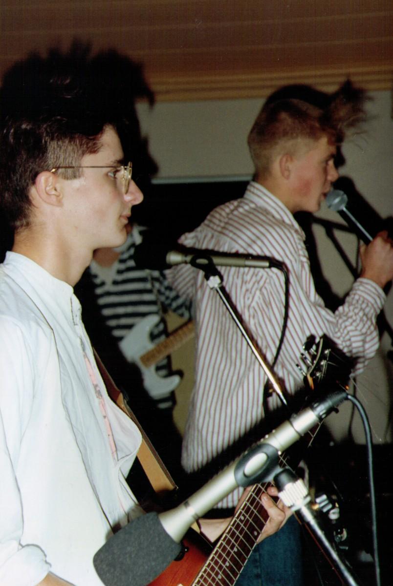 Charlie & Scott - Paracetamols LIVE at Felixstowe
