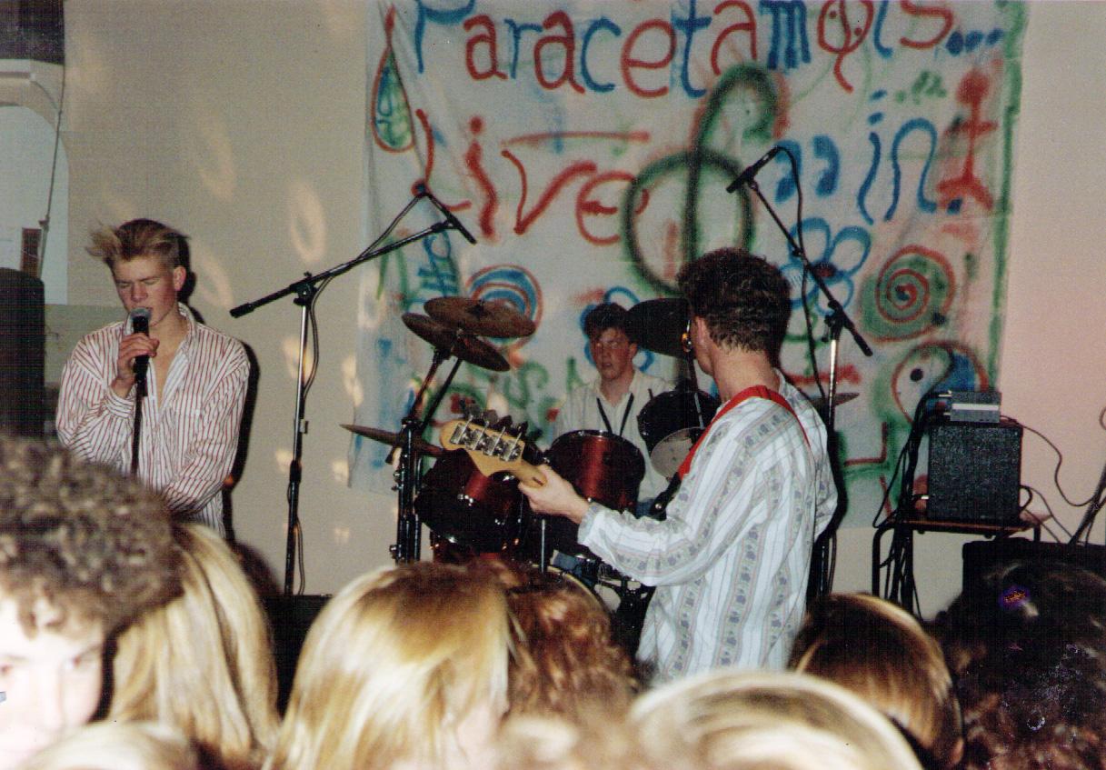 LIVE action - Paracetamols gig at Felixstowe