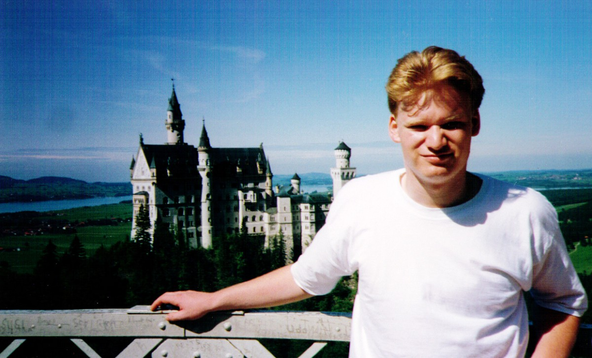 James Magnus in front of Neuschwanstein - Kaiser Ludwig II crazy castle