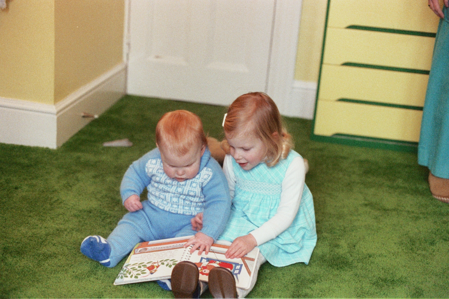 Ed Shearer and Amy Shearer in 1978 in Woodford, reading a book