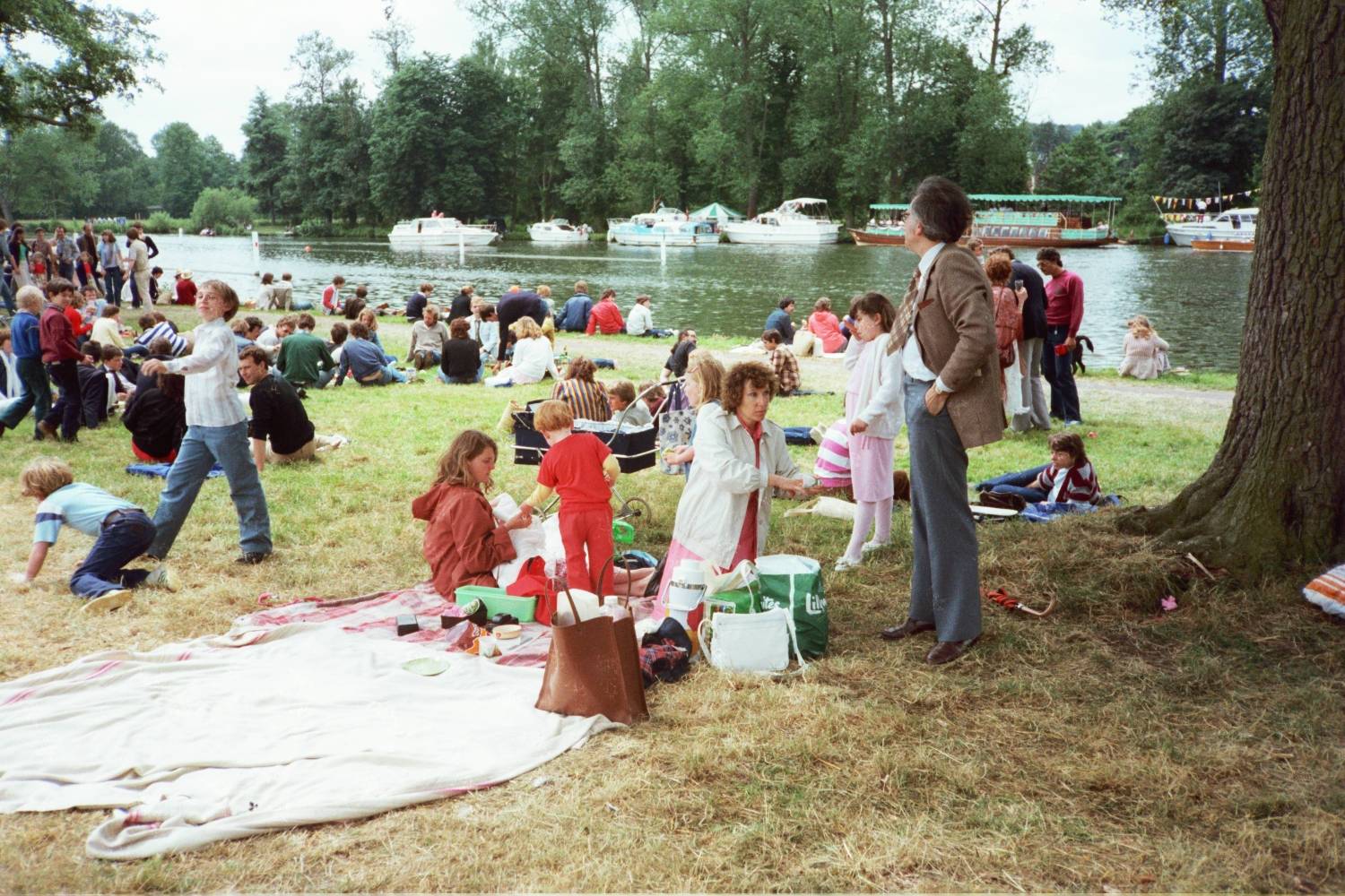 The Shearer family and the Hunt family enjoy a picnic at Henley