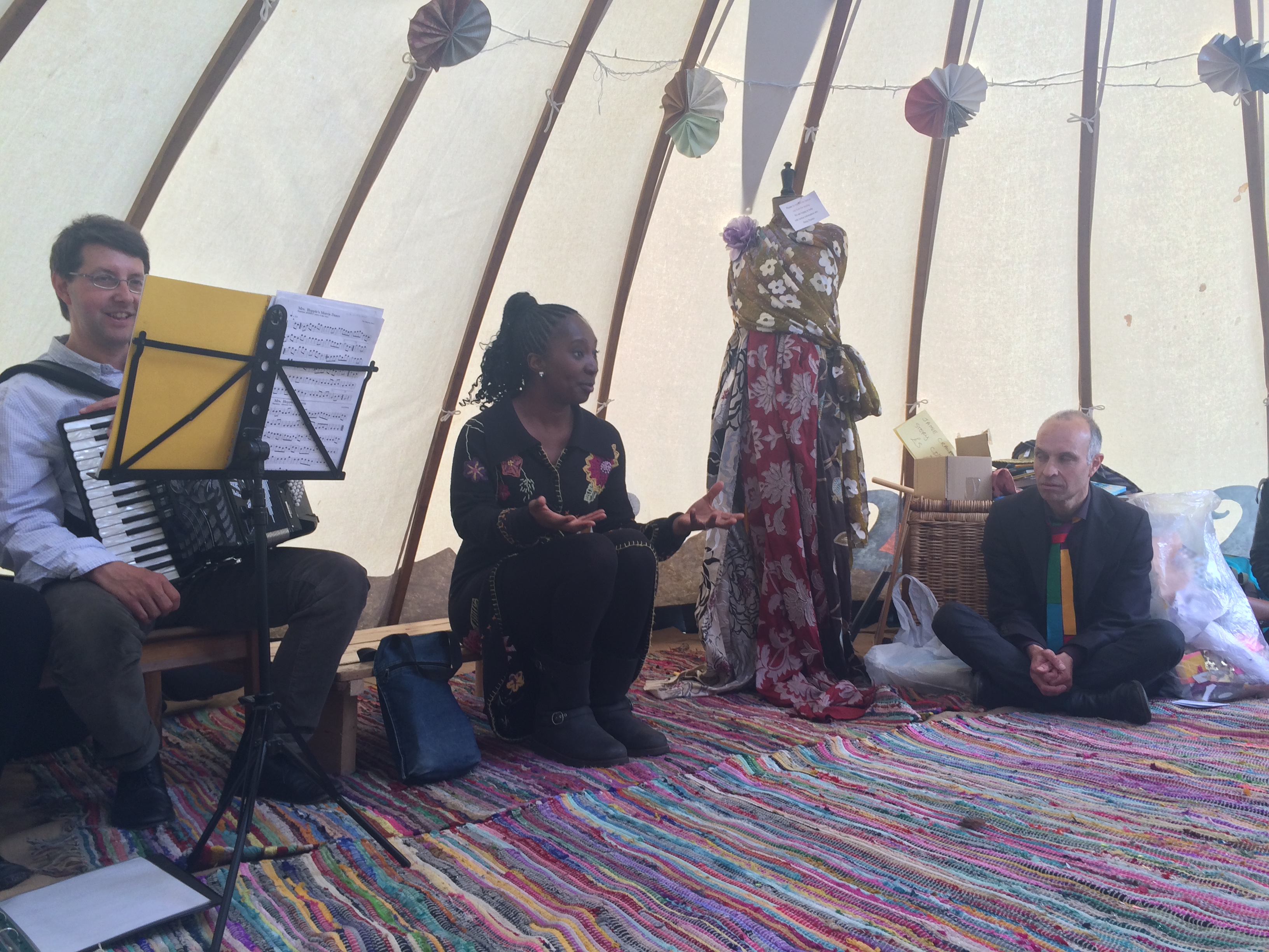 Wendy Shearer in the Storytelling Yurt, Tooting Bec Common, May 2015